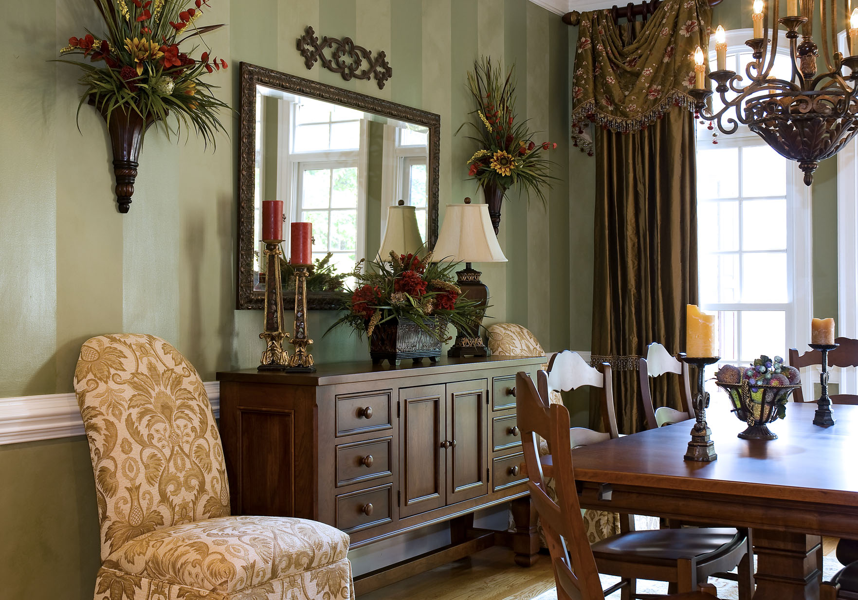 Create Some Holiday Decorating Magic!